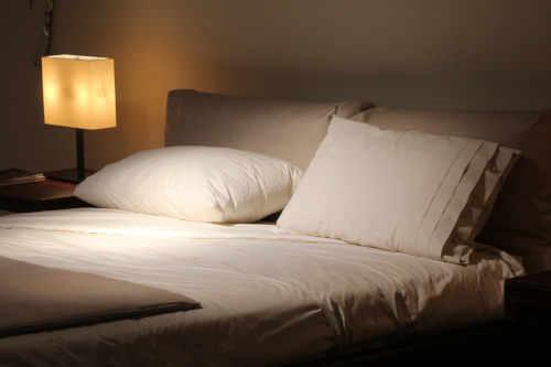Chambre à coucher bien rangée
