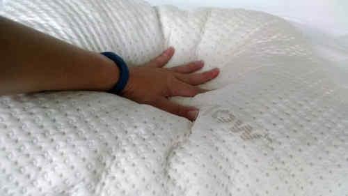 Un oreiller en latex souple