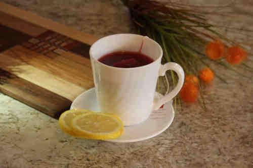 La tisane mélangée à du citron est parfaite pour réchauffer votre corps et supporter les climats polaires