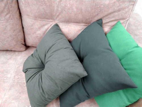 Canapé convertible et coussins pour dormir